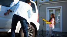 Auto auf Grundstück waschen