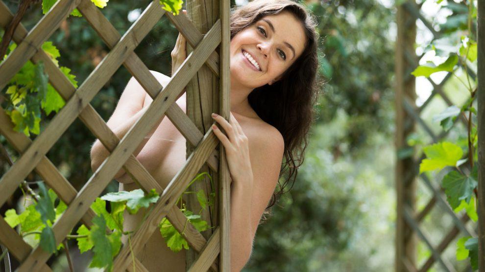 Nackt im Garten - Darf man das?