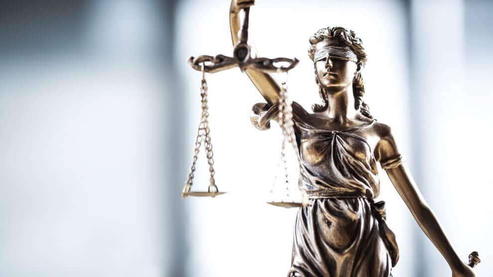 Fotolia 117537974 Subscription XXL 2 990x556 - Eintritt der Rechtskraft bei einem Bußgeldbescheid