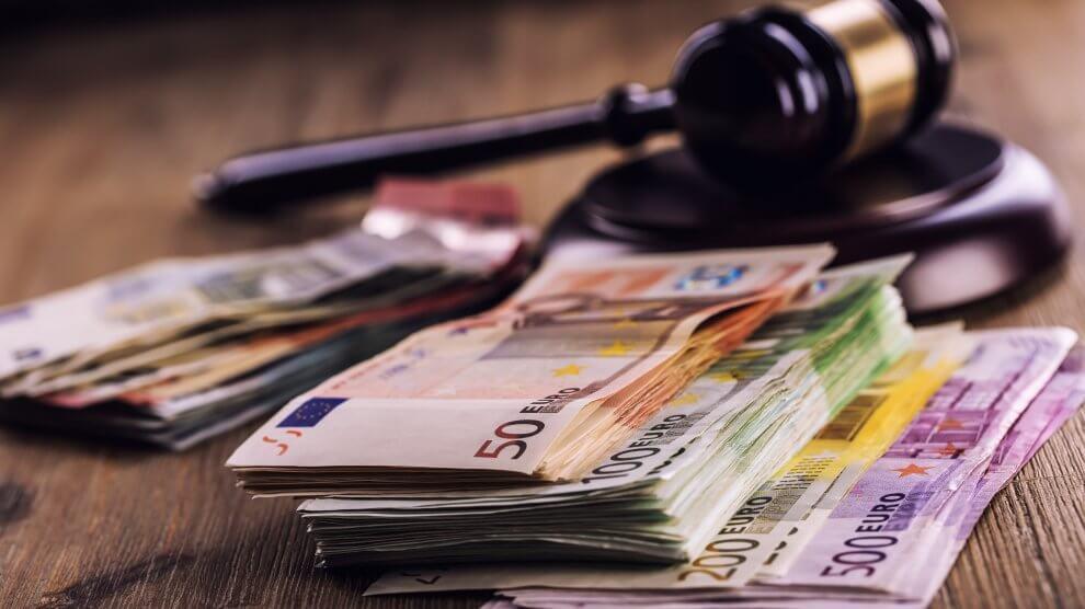 """Fotolia 94624656 Subscription XXL 990x556 - Die Geldauflage im Bußgeldverfahren - Durch eine """"Spende"""" das Verfahren einstellen?"""
