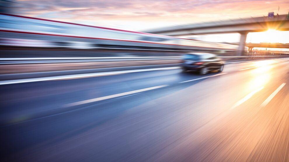 Geschwindigkeitsueberschreitung 990x556 - Geschwindigkeitsüberschreitung: Fakten und Bußgeldkatalog