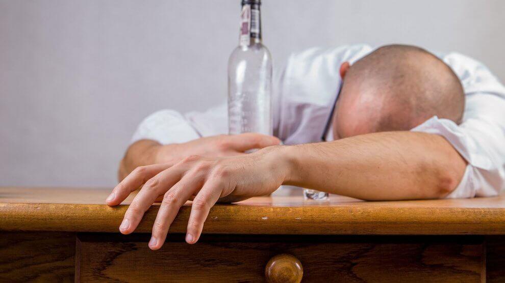 alcohol 428392 1920 2 990x556 - Schuldunfähigkeit durch Vollrausch ?