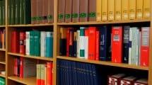 bookcase 335849 1920 2 215x120 - Unzufrieden mit dem Anwalt – kein Geld zurück trotz Kündigung?