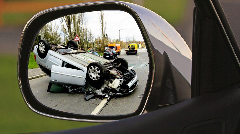 accident 1497295 1920 990x556 - Die Fahrerflucht - Folgen und Strafe!