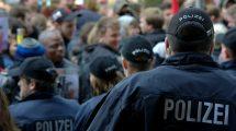 man 2460186 1920 215x120 - Volksverhetzung: Straftatbestand und strafrechtliche Folgen