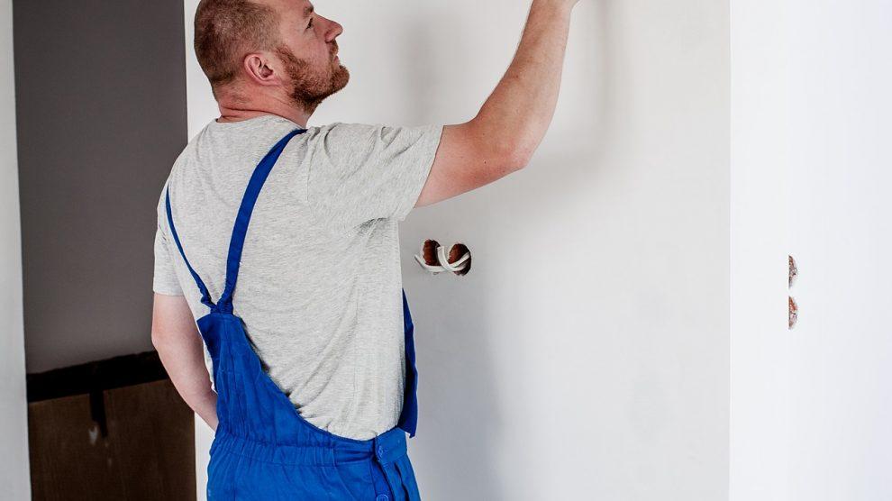 painter 2751666 1920 990x556 - Kurzarbeit - wann kommt sie zum Einsatz, was ist zu beachten?!