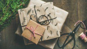 gifts 2998593 1920 300x168 - Weihnachtsgeschenke für Geschäftspartner – Was muss man beachten ?