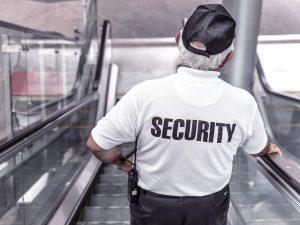 police 869216 1920 300x225 - Muss Umkleidezeit auf Arbeit bezahlt werden - Arbeitszeit ?