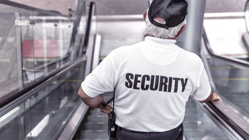 police 869216 1920 990x556 - Muss Umkleidezeit auf Arbeit bezahlt werden - Arbeitszeit ?