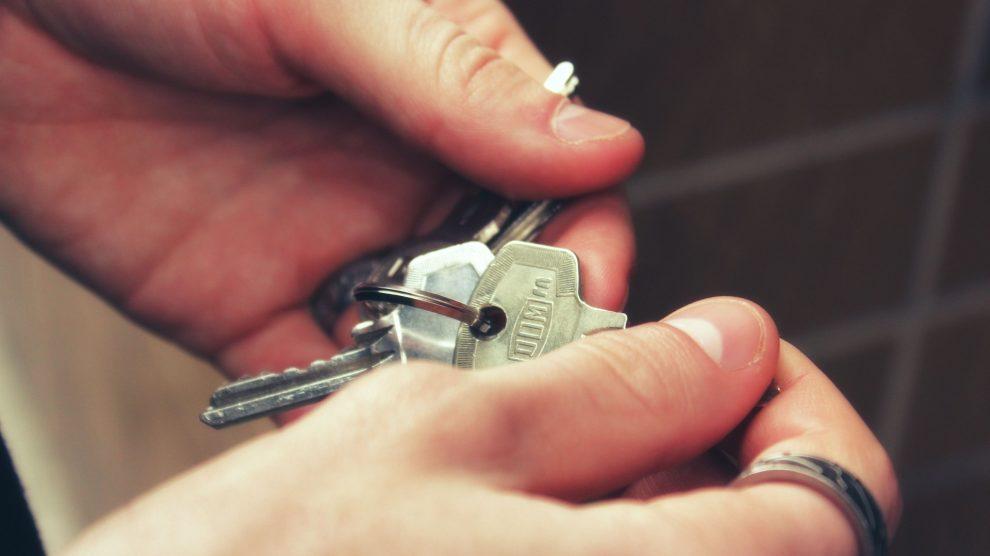 keys 2251770 1920 990x556 - Rechte und Pflichten des Mieters - was Sie im Mietrecht wissen müssen!