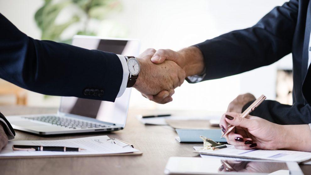 business 3167295 1920 990x556 - Wie funktioniert eigentlich ein Vertrag?