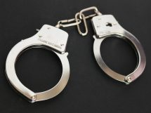 handcuffs 354042 1920 215x161 - Diebstahl und Unterschlagung, wo liegt der Unterschied? | STRAFRECHT