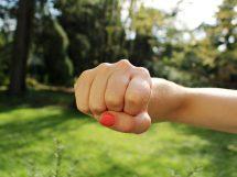 fist bump 1195446 1920 215x161 - Körperverletzung - strafrechtliche Folgen !