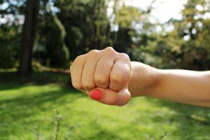 fist bump 1195446 1920 300x200 - Körperverletzung - strafrechtliche Folgen !