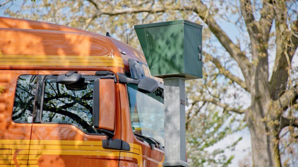 radar 458320 1920 990x556 - TRAFFIPAX Traffistar S350 Rechtswidriger Bußgeldbescheid ?