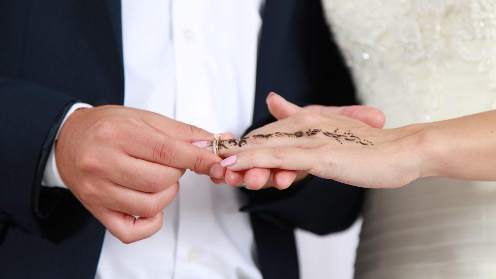 engagement 4129782 1920 990x556 - Die Verlobung und ihre Folgen