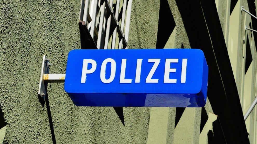 police 1530531 1920 990x556 - Vorladung der Polizei – was ist zu beachten ?
