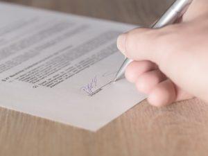 contract 1464917 1920 300x225 - Arbeitsvertrag – Schriftform erforderlich?